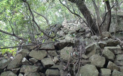 東の登り石垣