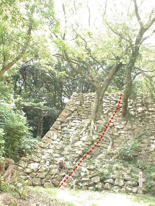 二重の稜線がある石垣 2