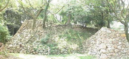 二重の稜線がある石垣 1
